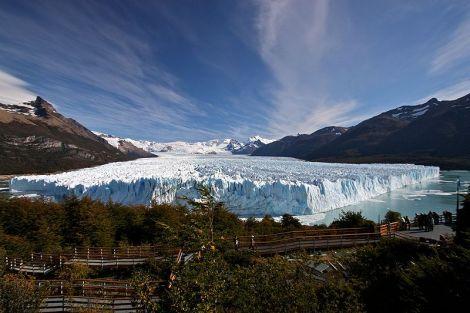 El Glaciar Perito Moreno tiene un frente de 5km de ancho