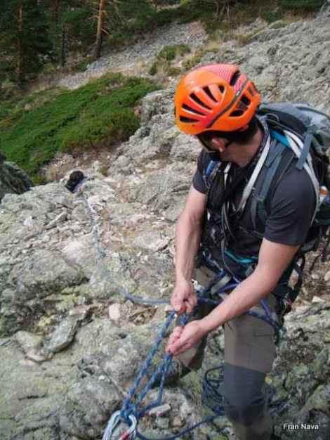 Aprendiendo asegurar desde una Reunión-Montañero Cima
