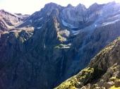 Detalle de la cascada de Gavarnie. Realmente mide 281 metros, siendo la de mayor altura de toda Europa. El Pico de Marboré sería la elevación más alta de la fotillo