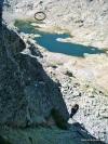 La laguna Grande del Circo de Gredos. En el círculo negro, el Refugio Elola