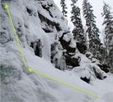 No sólo hay que escalar, primero se limpia de nieve la vía. Los piolets, clavados siempre en el hielo