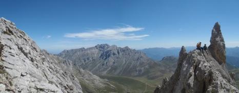 En un día despejado, veríamos desde aquí, el Macizo Oriental ó de Ándara. (Foto propiedad de Fernando Zamora Valcarce)