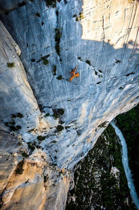 IntegralMich Kemeter freesolos the last pitch of Marches du Temps (6a+), Verdon. © Alexandre Buisse, 10 May 2013
